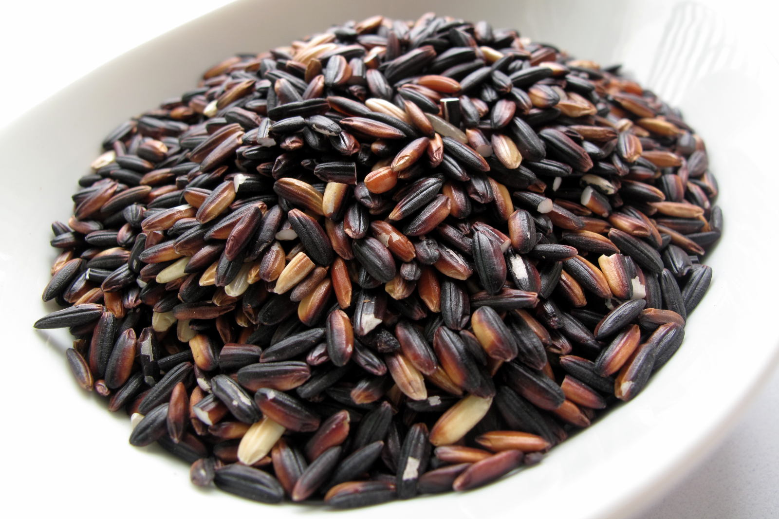 Uncooked black rice